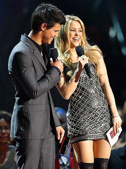 photo | Shakira, Taylor Lautner
