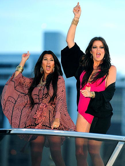 THE SINGLE LIFE photo | Khloe Kardashian, Kourtney Kardashian