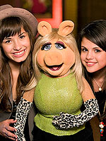 The Muppets:Comeback ofThe Year! | Demi Lovato, Selena Gomez
