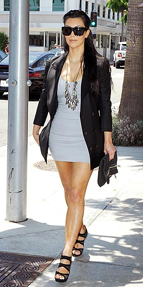 Recession Chic Stars 39 Best Bargains Of 39 09 Kim Kardashian