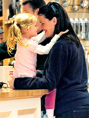 MOMMY & ME photo | Jennifer Garner