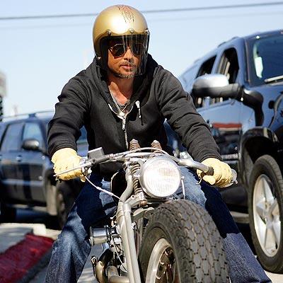 START YOUR ENGINE photo | Brad Pitt