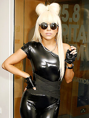 http://img2.timeinc.net/people/i/2009/startracks/090126/lady_gaga.jpg