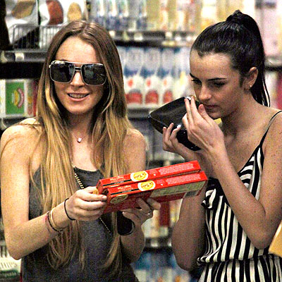 SHOPPING AROUND  photo | Lindsay Lohan