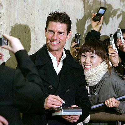 SIGNING BONUS photo | Tom Cruise