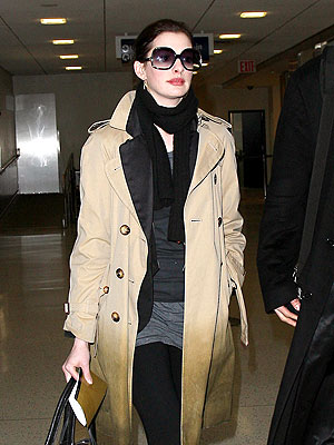 GLAM TRAVELER  photo | Anne Hathaway
