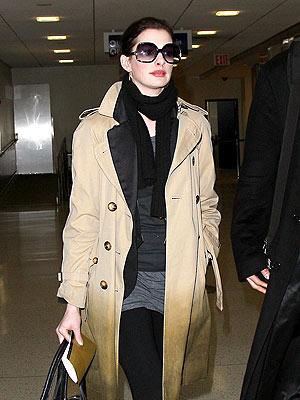 GLAM TRAVELER  photo | Anne Hathaway