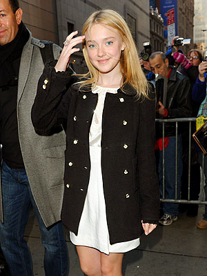 MAKING THE ROUNDS photo | Dakota Fanning