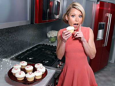 PIECE OF (CUP)CAKE photo | Kelly Ripa