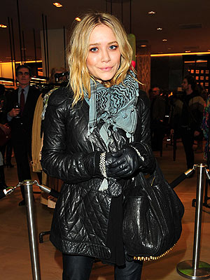 WELCOMING COMMITTEE photo | Mary-Kate Olsen