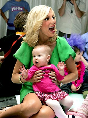 'POTTY' MOUTH photo | Tori Spelling