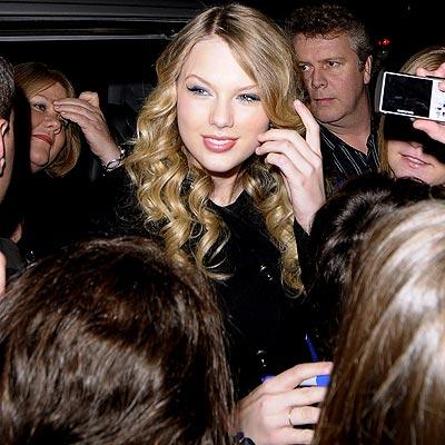 SWIFT ENTRANCE photo   Taylor Swift