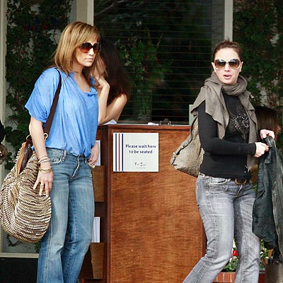 LUNCH LADIES photo | Jennifer Lopez, Leah Remini