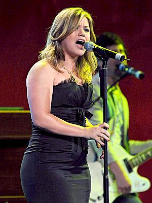 SING HER PRAISES photo | Kelly Clarkson