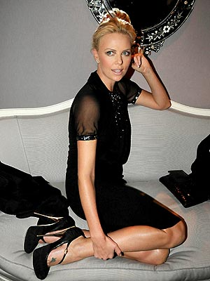 SETTEE PRETTY photo | Charlize Theron