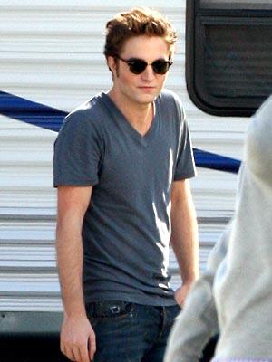 SETTING THE SCENE photo | Robert Pattinson