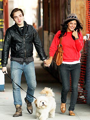 MUST LOVE DOGS photo | Ed Westwick, Jessica Szohr