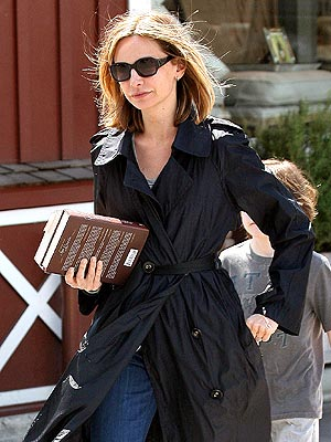 BRIDE-TO-BE photo | Calista Flockhart
