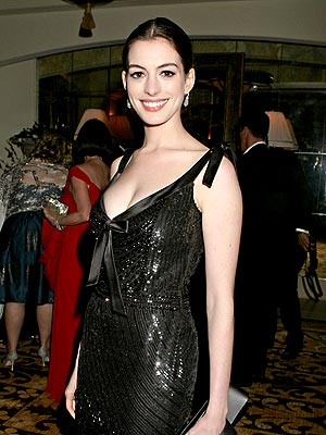 PORTRAIT OF AN ARTIST photo | Anne Hathaway