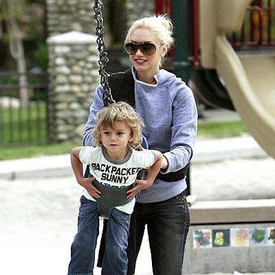 PUSHING AHEAD photo | Gwen Stefani