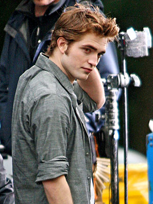 RED HOT ROBERT photo | Robert Pattinson