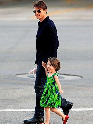 SAFE CROSSING photo | Suri Cruise, Tom Cruise