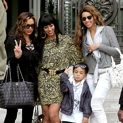 FAMILY PORTRAIT photo | Beyonce Knowles, Solange Knowles, Tina Knowles