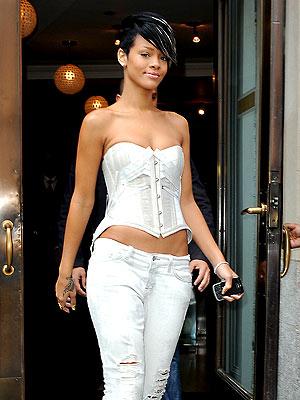 SET UP SHOP photo | Rihanna