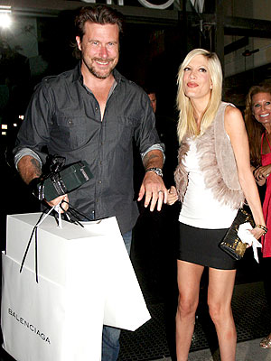 &#39;CHOW&#39; DOWN photo | Dean McDermott, Tori Spelling
