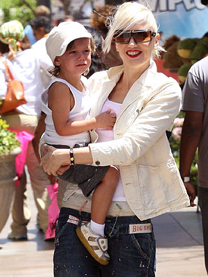 Shopping with Mom photo | Gwen Stefani
