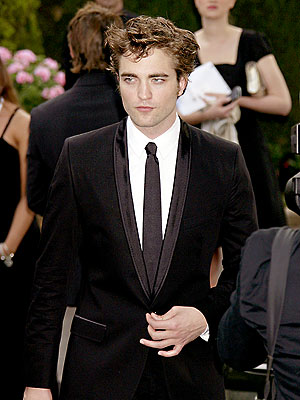 TIE ONE ON photo | Robert Pattinson