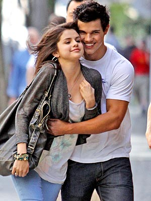 CHEEK TO CHEEK photo | Selena Gomez, Taylor Lautner