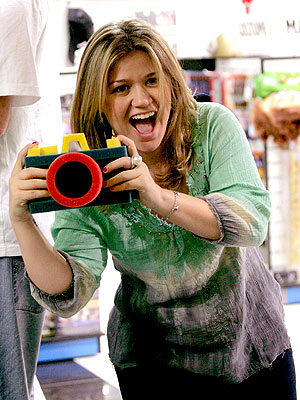 SAY CHEESE! photo | Kelly Clarkson