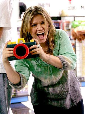 SAY CHEESE! photo | Kelly Clarkson