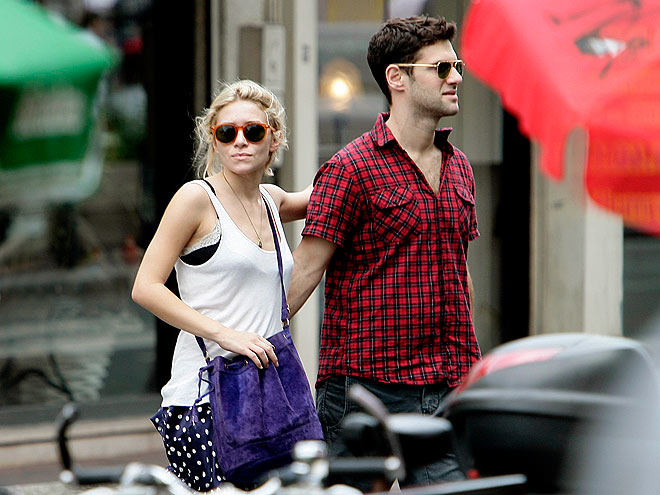 AMOUR ABROAD photo | Ashley Olsen, Justin Bartha