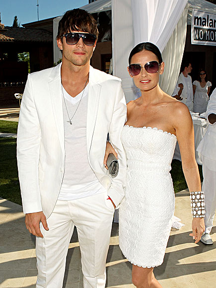 All Right in White photo | Ashton Kutcher, Demi Moore