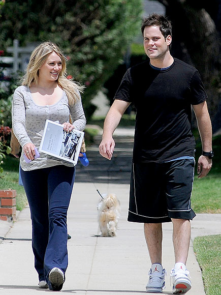 STROLL WITH IT photo | Hilary Duff