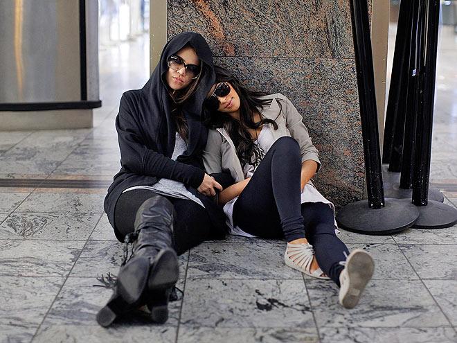 REST STOP photo   Khloe Kardashian, Kim Kardashian