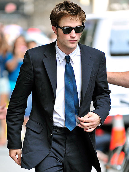 robert pattinson latest pictures. Twilight star Robert Pattinson