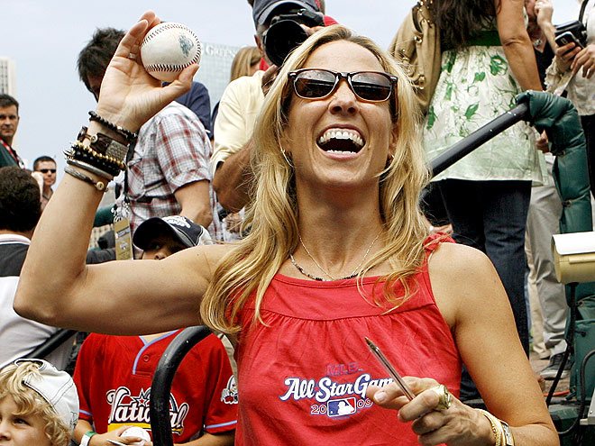 PITCHING IN photo | Sheryl Crow