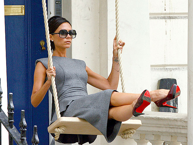 Victoria Beckham expands her line to purses and shoes