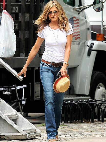 SET DRESSING photo | Jennifer Aniston