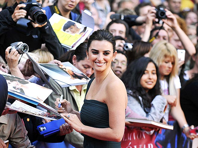 SIGNING STAR photo | Penelope Cruz