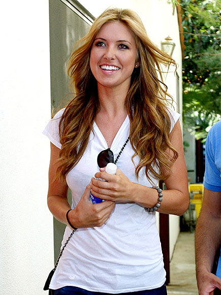 Audrina Patridge sets off on a well-coiffed path – and shows off her wavy do