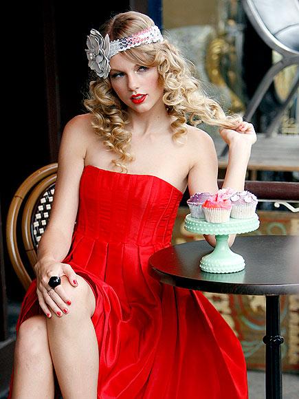 SWEET SCENE photo | Taylor Swift