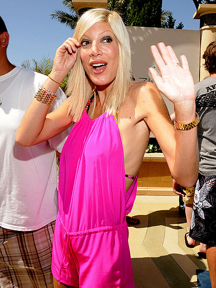 BRIGHT ARRIVAL photo | Tori Spelling