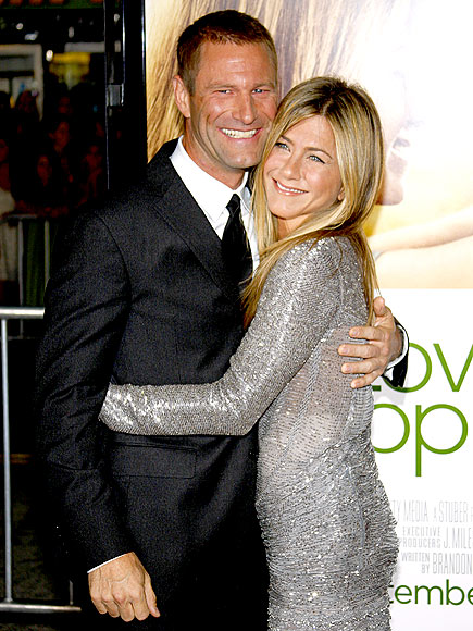 HUG IT OUT photo | Aaron Eckhart, Jennifer Aniston