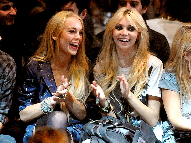 CLAP ON, CLAP OFF photo | Lindsay Lohan, Taylor Momsen