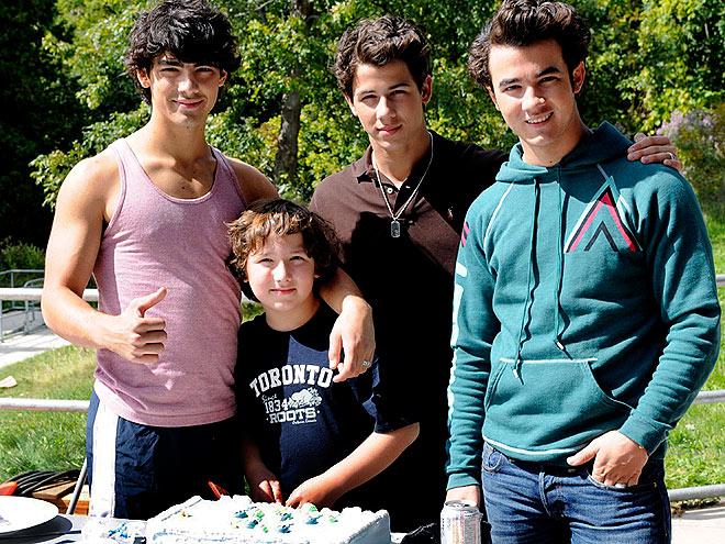 ICING ON THE CAKE photo | Joe Jonas, Jonas Brothers, Kevin Jonas, Nick Jonas