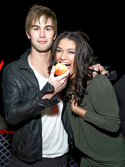 TEMPTING FRUIT photo | Chace Crawford, Jessica Szohr